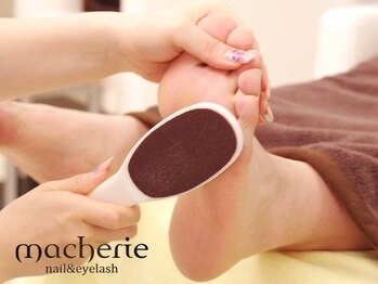 マシェリ 梅田店(macherie)の写真/【足裏角質コース¥3300!!】足の臭いスッキリ☆潤い&清潔感UPなつるすべかかとに♪フットジェルとご一緒にも