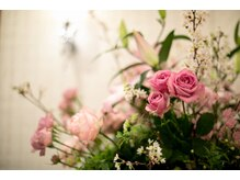キャロリーヌ 自由が丘店の雰囲気(生花にこだわったエントランス♪フラワーコーディネーター監修☆)