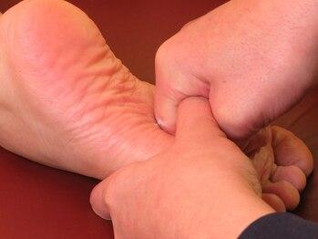 足もみサロン ループ(LOOP)の写真/【専門店の極上足つぼ】むくみや体のコリをスッキリ改善♪ヘッドスパ・ボディケアとセットも◎21時迄営業★