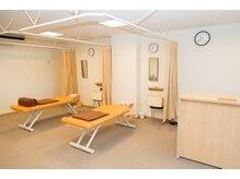 松山オレンジ整体院の雰囲気(院内施術ベッド)