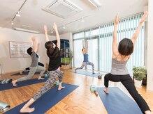 ヨガアンドボディケア スタジオ サリュ(Yoga&BodyCare Studio Salut!)の雰囲気(普段身体をなかなか動かさない方も、自分の身体に合わせられる◎)