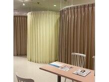 落ち着いた個室空間でゆったりとセルフホワイトニング施術◎