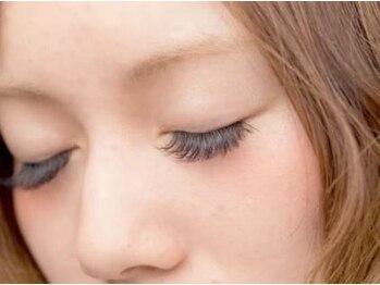 ソルモーネ(SOLMONE)の写真/ナチュラル~ボリュ-ムあるお目元まで♪≪国産グル-・高級ミンク毛を使用≫モチ重視の方に◎納得の高技術♪