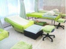 フットルーム プラナ 千種店の雰囲気(カーテンで仕切られたベッド4、ソファー2で全6ブースです。)