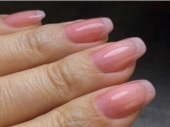 エムズネイル(M's Nail)の写真/【フィルイン技術導入】自爪育成!!爪を傷めずモチもよし◎こだわりのフォルムは貴方の指先に合わせて施術♪