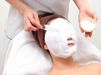 グレース 上野店の写真/毛穴をWできれいにできる、ふわもこ洗浄と光フェイシャルがセットに!肌の汚れを取りハリと弾力を与えます