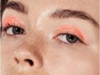 ラ ギャビー(La Gabby)の写真/《大人気!!ハリウッドブロウリフト》眉毛のために開発された液剤を使い、眉毛の流れを作って自由自在に!