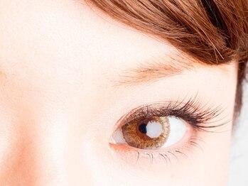 プーラ(Pura)の写真/《忙しい朝の時短にも◎》ナチュラルで可愛いらしい大きい瞳に*1人1人の目の形に合わせたエクステをご提案