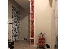 アイラッシュアンドネイルサロンZの雰囲気(店内は猫とオレンジを基調としたゆったり過ごせるデザインです♪)