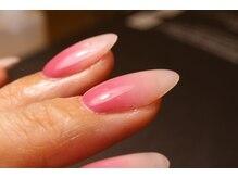 お爪の形にこだわった長さ出しが可能です。