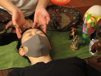 ビーラボ 中野北口店の写真/頭/眼精/安眠ヘッドマッサージで重たい頭をスッキリ軽くする◎タイ古式マッサージで気分転換もできちゃう♪