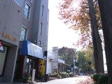 パン屋さん『アンデルセン』の隣のグレーの建物でございます♪