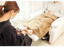 FOOTNAILはリクライニングチェアで寛ぎながら施術を受けられます