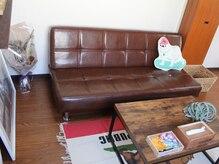 ソファーでゆっくりおくつろぎください♪