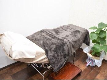 アイサロンフェア 川崎(eyesalon Fair)の写真/全室完全個室で人の目を気にせず施術!こだわりぬいた上質ベッド♪ドレッサー完備なのでメイク直しもOK★
