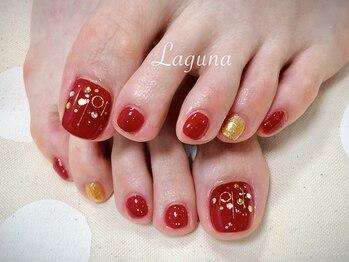 ラグウナ(Laguna)/真っ赤な鮮やかネイル
