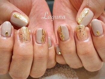 ラグウナ(Laguna)/大人なゴールドネイル