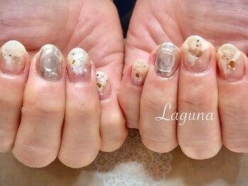 ラグウナ(Laguna)/シェルとミラーのキラキラネイル