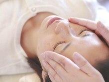 睡眠改善専門 サロン 萃(Sui)/下がった額の頭蓋骨を開放します