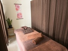 ボディアンドフットケア 九宝庵の雰囲気(綺麗な施術台の上で、癒しの時間をお過ごしください。)