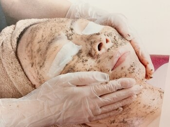 インディバサロンアウラヒラソル 自由が丘(Aura Girasol)の写真/小顔矯正+電気バリブラシ+剥離なし★ハーブピーリングでファンデ-ションいらずの素肌美をGET!
