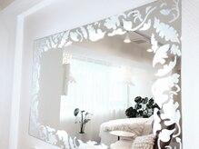 リノレア(LINOLEA)の雰囲気(大きなお鏡でメイク直しをしていただけます。)