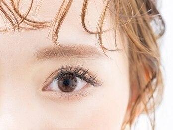 オウーユ バイ クララ(l'oeil by CLALA)の写真/7/31移転オープン!お悩みまつ毛は、自まつ毛を上げてエクステを装着するアップワードラッシュで解消♪