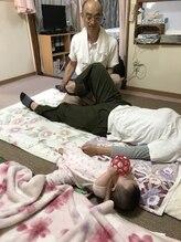 産後の体の歪、矯正 施術風景