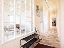エメ バイ ロルド 戸出店(aimer by Rold)の雰囲気(1F美容室reve/2Fまつげスペースとエステルームになります)