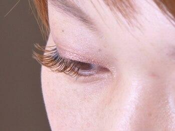 エイト オオブ(EIGHT OBU)の写真/【フラットラッシュ80本→¥5940】が人気!目もとを品よく演出してくれる繊細でナチュラルな目元へ導きます♪