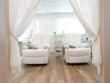 アイラッシュビケット バイ スタジオビュー(EYELASH BIQUETTE. by studio beaux)の雰囲気(半個室のプライベートサロンです。落ち着いた空間です。)