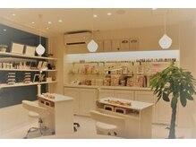 ギャンネイル 長野店の雰囲気(白を基調とした明るく開放的な店内♪)
