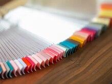 ネイルは100種類のカラーからお選び頂けます♪