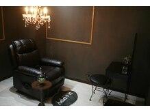 【マツエク】完全個室+ふかふかのソファーで施術中も快適♪