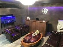 竹リラクゼーション 赤坂見附店の雰囲気(ゆったりとした待合のソファ♪お茶を飲みながらお寛ぎください☆)