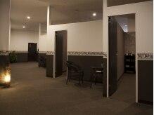リラクゼーションガーデン バリ(BALI)の雰囲気(ブラウンを基調とした落ち着いた空間。)