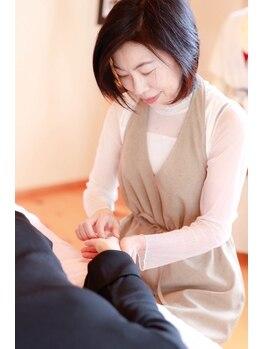 マユミプレシャス(Mayumi Precious)/視線の集まる手指も美しく