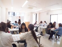 検定試験や開業、サロンワークまで、全てを学べるスクールも運営
