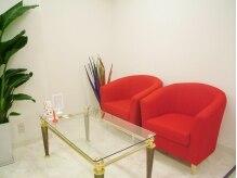 ブリリアンス(BRILLIANCE)の雰囲気(オシャレな店内★赤のソファーが可愛い♪)