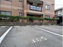 駐車場完備★305番にお停めください。