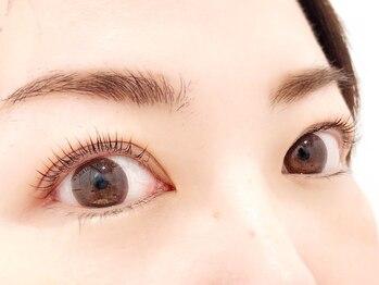 ラルジュ アイラッシュ(Large. eyelash)の写真/次世代まつげパーマ<パリジェンヌラッシュリフト>導入サロン♪根元からしっかり立ち上げリフトアップ効果◎