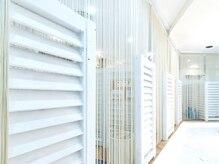 アイラッシュトウキョウドットライズ エキニア横浜店(TOKYO.RISE)の雰囲気(全室個室完備★プライバシー配慮したお部屋で施術いただけます)