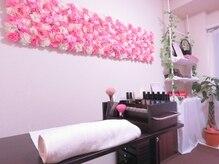 女神工房ビューティーの雰囲気(ピンクを基調とした落ち着いた雰囲気の店内)