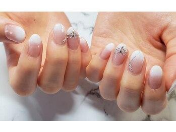ネイルサロンブラン(nail salon BLANC)/シンプルティアラネイル