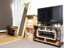 ネイルサロン アンフィル(Unfil)の雰囲気(手作りのウッド調家具は癒し効果◎DVD設備もあり☆)