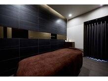 デフィー 福岡天神店の雰囲気(個室の広いエステルームで自分へのご褒美。シャワーも完備♪)
