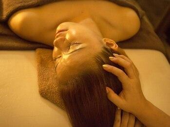 サロン アンリール(salon anrire)の写真/極上のハンドテクニックでお悩みの頭~首肩のコリまで徹底ケアし、スッキリ解消◎リフトアップ効果も!