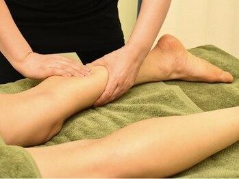 ビューティーサロン エステルの写真/《女性特有のつらい足のむくみを改善◎》極上手技でしっかりリンパを流し、デトックス&美しい脚線美へ♪
