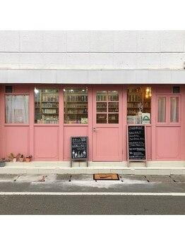 チェイン キャンドルアンドネイルカフェ(chain CandLe & NaiL cafe)の写真/ピンクの外観のお店が特徴です☆【新規】ジェルデビュー4500円!!