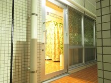 カンコルギセラピー 広島幟町店(KAN)の雰囲気(階段を上がってすぐです!)
